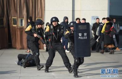 内蒙古:铁警反恐处突演练保春运安全