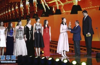 中国女排盛装亮相2016体坛风云人物