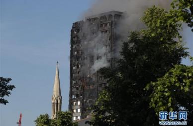 伦敦一高层建筑发生火灾 至少12人死
