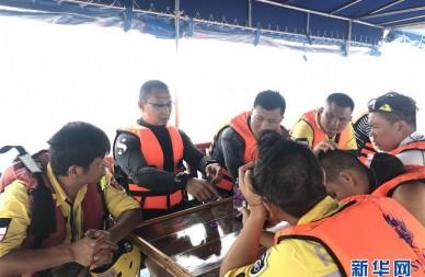 中国救援队参加泰国普吉翻船事故救援