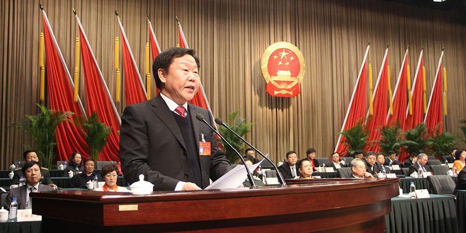 德杰当选赤峰人大常委会主任后在闭幕式上讲话